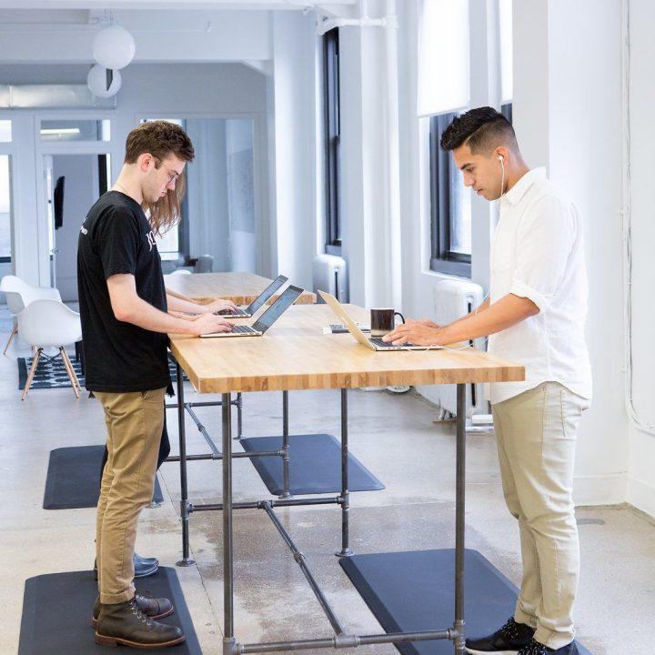 [assise vs debout] Quelle est la meilleure position pour travailler au bureau ?